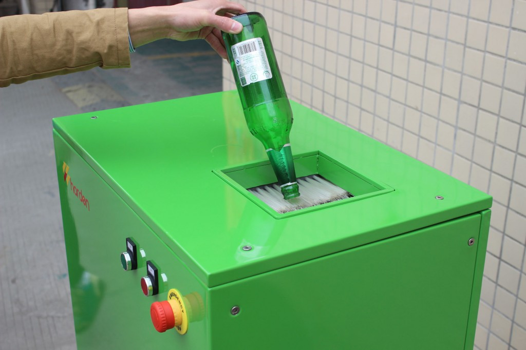 Small glass bottle crusher